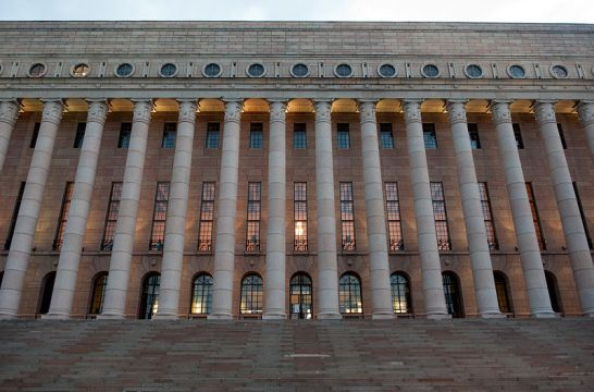 800px-Eduskunta,_Riksdagen,_i_Helsingfors
