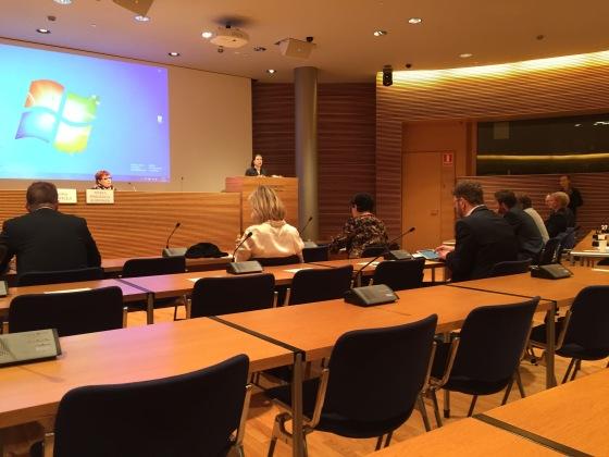 Anna Kontula avasi tulevaisuusvaliokunnan jakamistaloutta käsittelevän avoimen kuulemistilaisuuden.